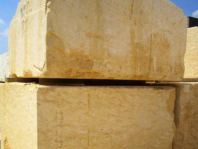 Grassi Pietre - Blocchi di pietra di Vicenza Giallo Dorato