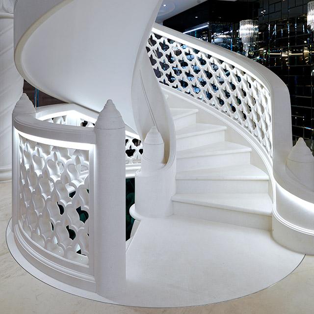 Grassi Pietre - Villa privata - Scala in marmo bianco perla